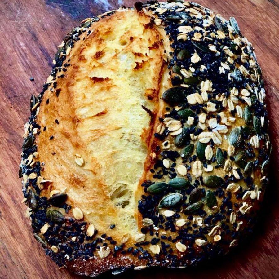 Pão Semolina c/crosta de aveia, semente de abóbora e gergelim negro Manda Lá