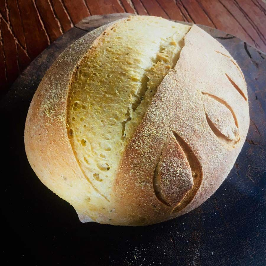 Pão de milho c/ erva doce e parmesão Manda Lá