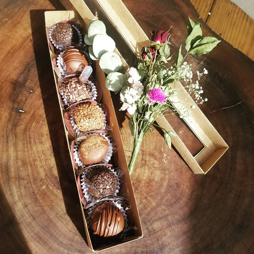 Caixa com Bombons Gourmet Mimadus Confeitaria