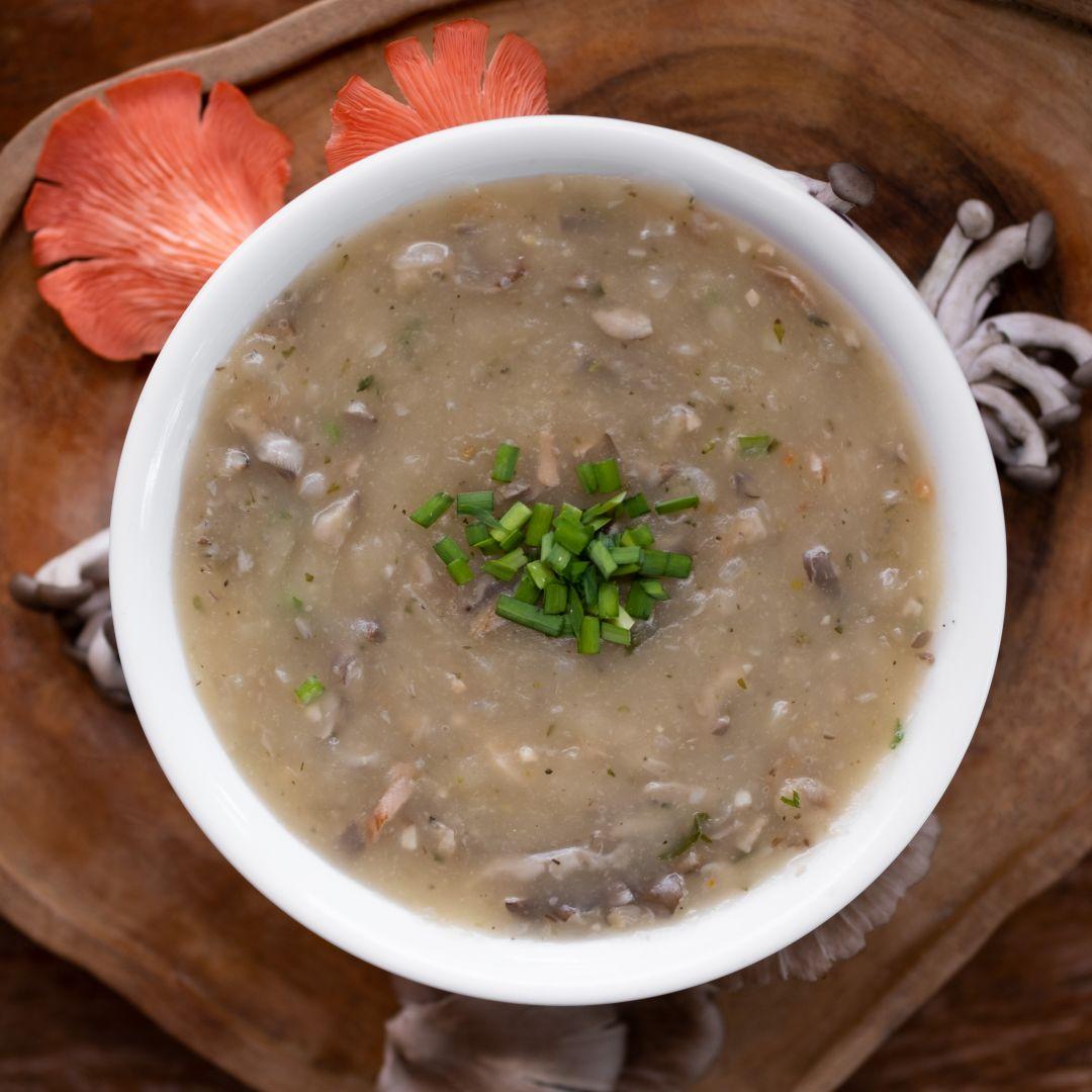 Caldo de Cogumelos com Mandioca Vegano DoCaminhante